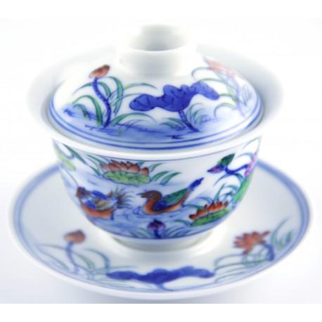 Gaiwan en porcelaine orné de canards mandarin et lotus