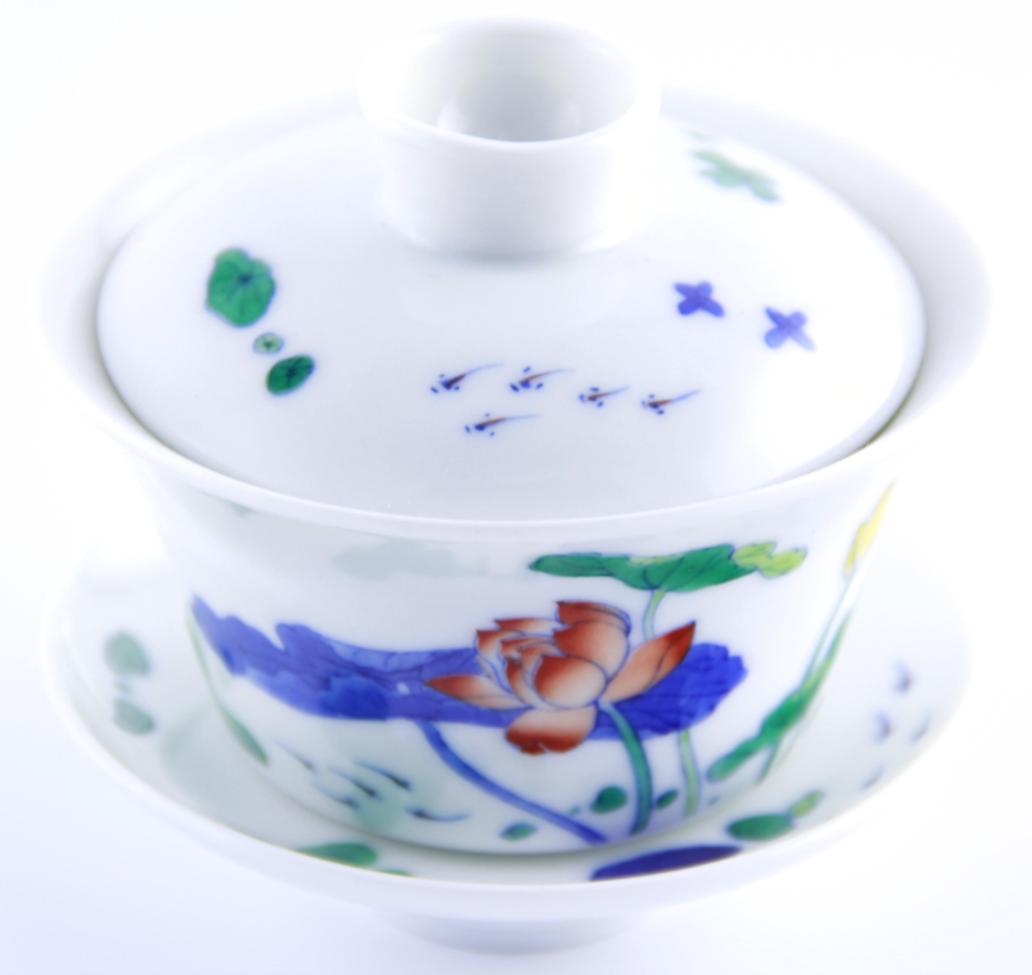 Gaiwan en porcelaine 120 ml avec de superbes lotus