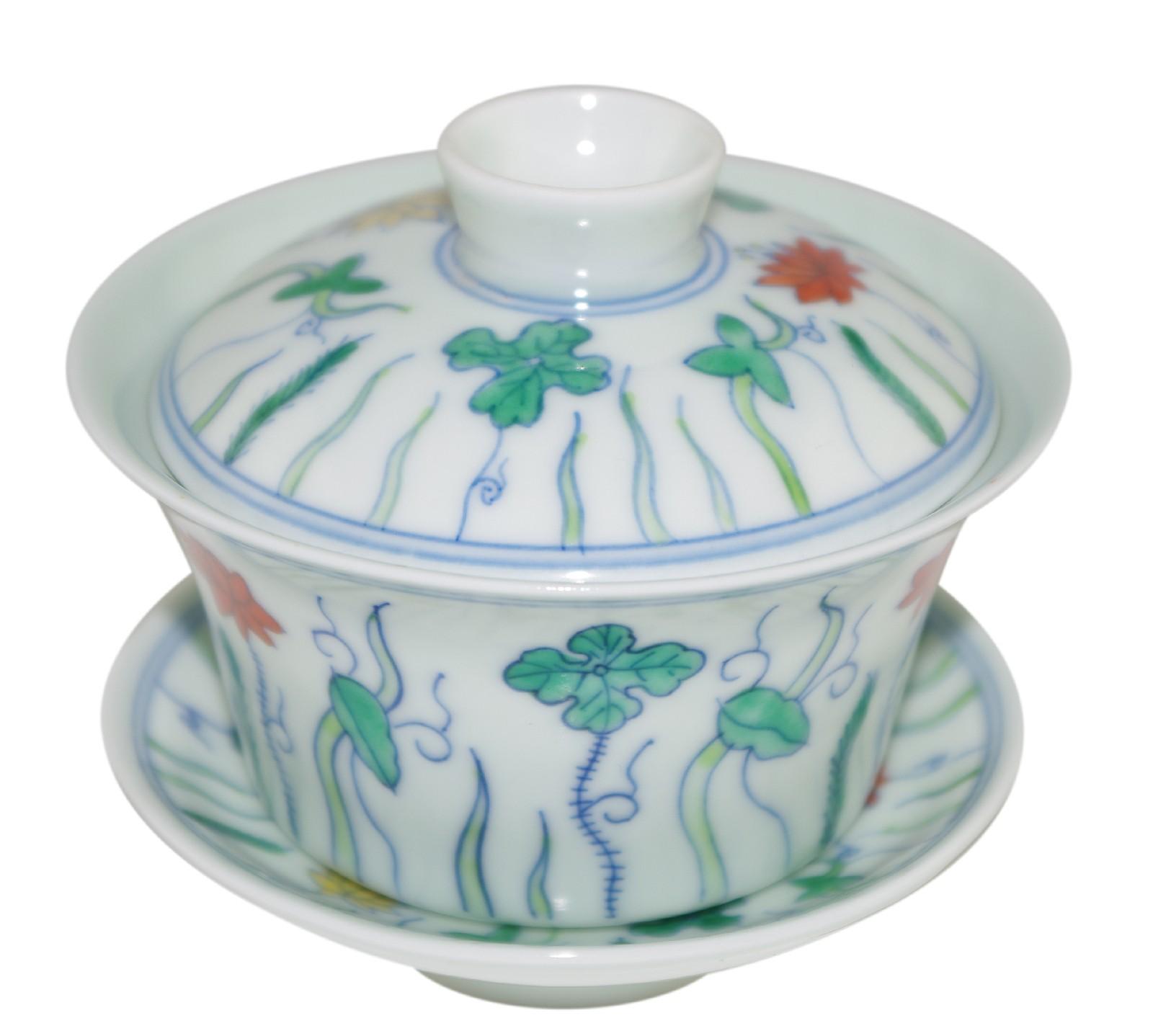 Gaiwan en porcelaine jade claire, décoré de lotus stylisés 140 ml